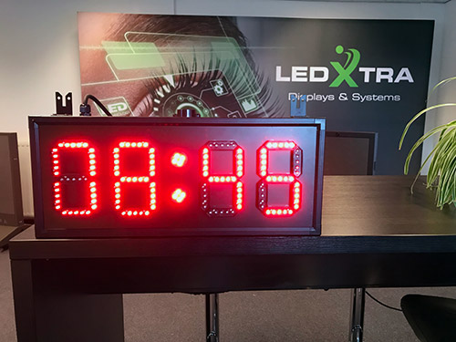 LedXtra - LED Displays - Tijd-en-Aftelklok